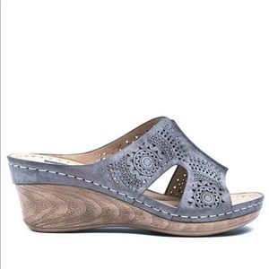 GC Shoes Pewter Zaria Wedge Sandals